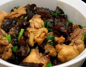 Chế biến nấm tai mèo kho với thịt gà